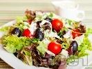 Рецепта Салата с марули, чери домати и маслини